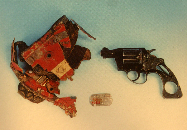 """文物中的抗美援朝丨志愿军缴获的美军""""王牌飞行员""""的手枪等"""